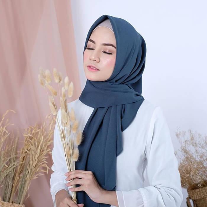 19 Kain Bagus Untuk Bahan Jilbab Serta Kelebihan Dan Kekurangannya