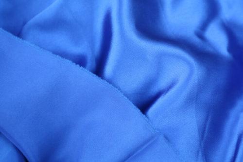 sisi depan belakang kain satin